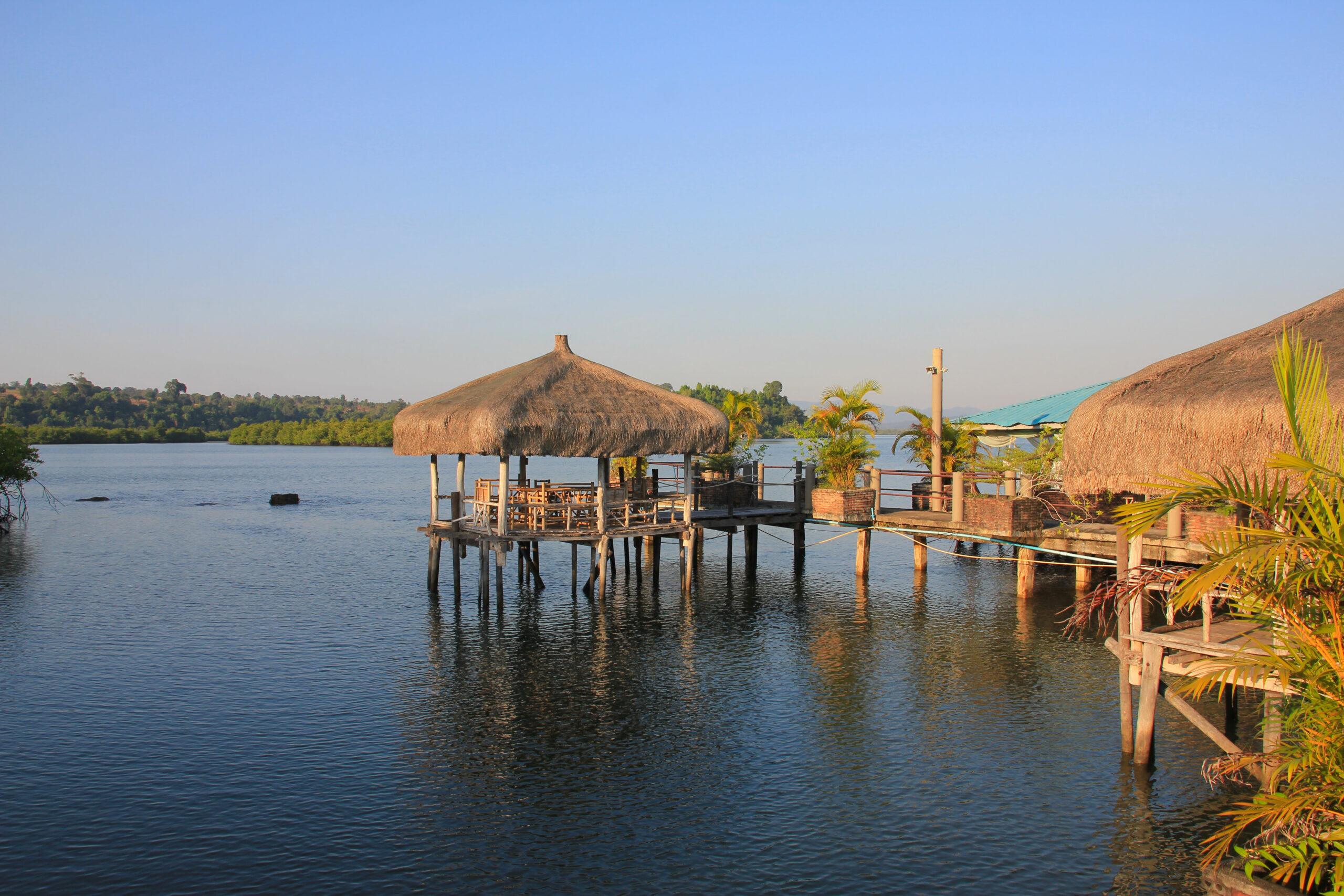 Lagune bei Koh Kong, mit Stelzenhäusern